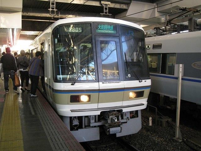 960px-JRW221_Yamatoji_Rapid_Service_Osaka_Sta.jpg
